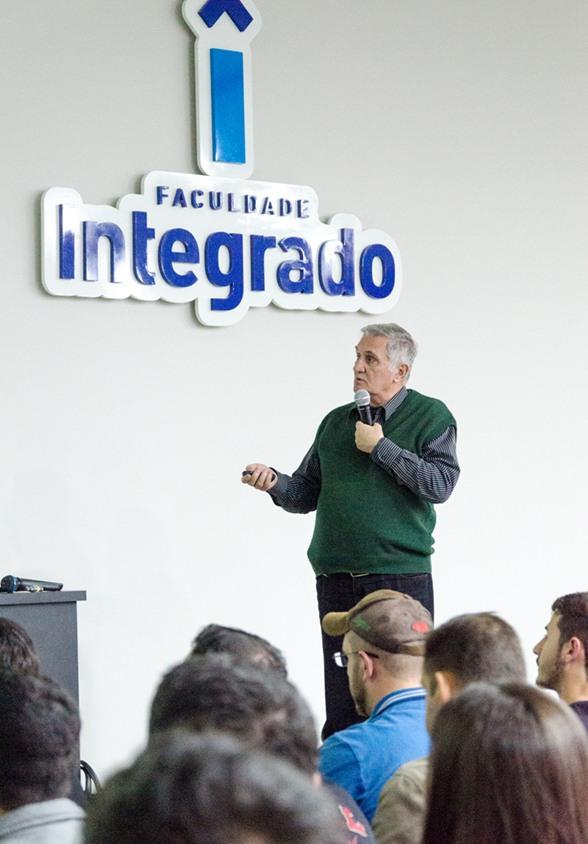Doutor Amélio DallAgnol, um dos palestrantes do primeiro dia