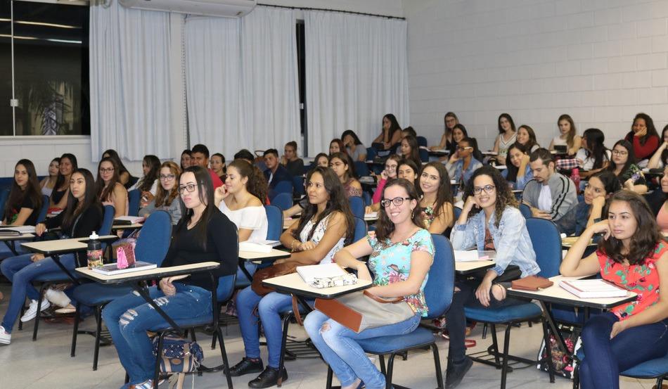 Primeiro dia de aula é marcado por grande presença de acadêmicos