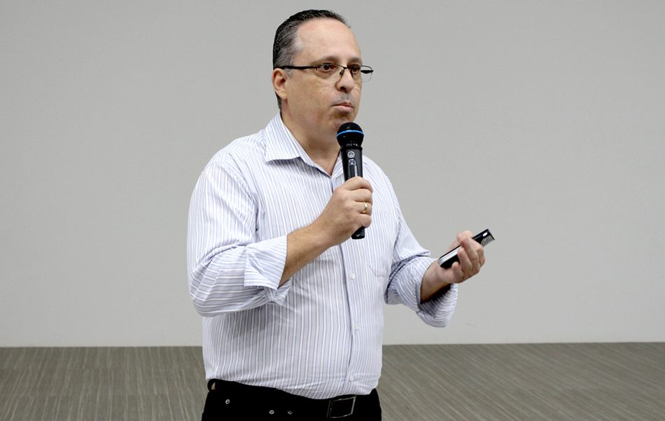Márcio Augusto é farmacêutico, conselheiro do CRF-PR e diretor do SINDIFAR-PR