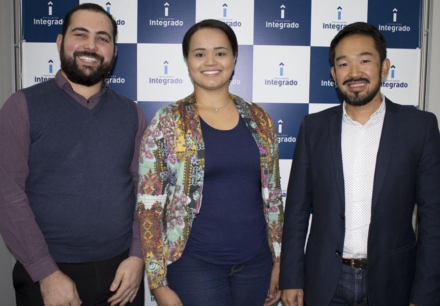 Da esquerda para a direita, Lucas Furlan, Gislayne Lima e Eduardo Akira Azuma