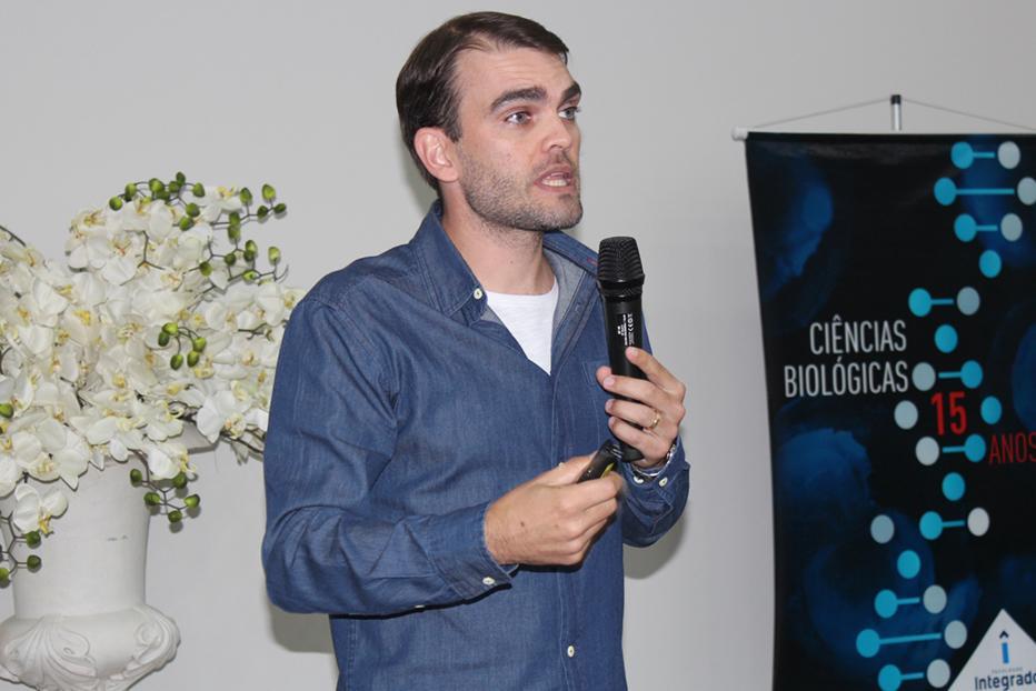 Roger proferiu a palestra: As invasões biológicas e seus efeitos sobre a biodiversidade