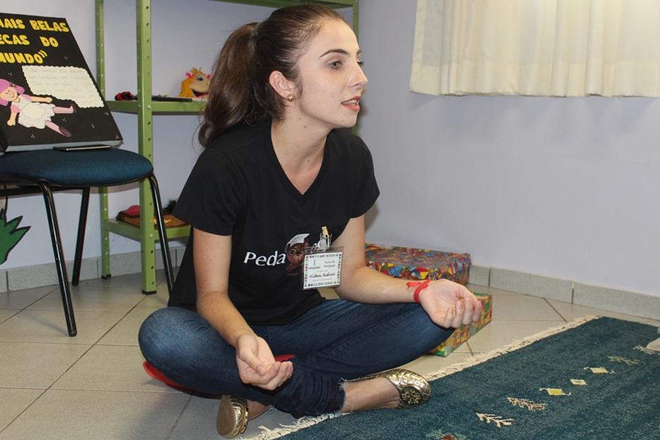 Milena é uma das estudantes do curso de Pedagogia