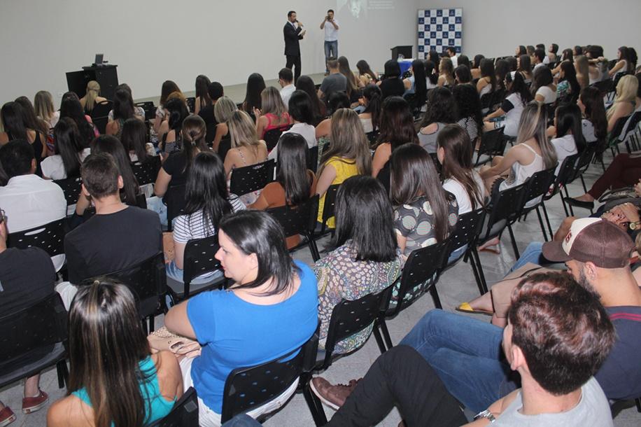Estudantes, egressos e docentes acompanharam a palestra intitulada O segredo das alianças poderosas
