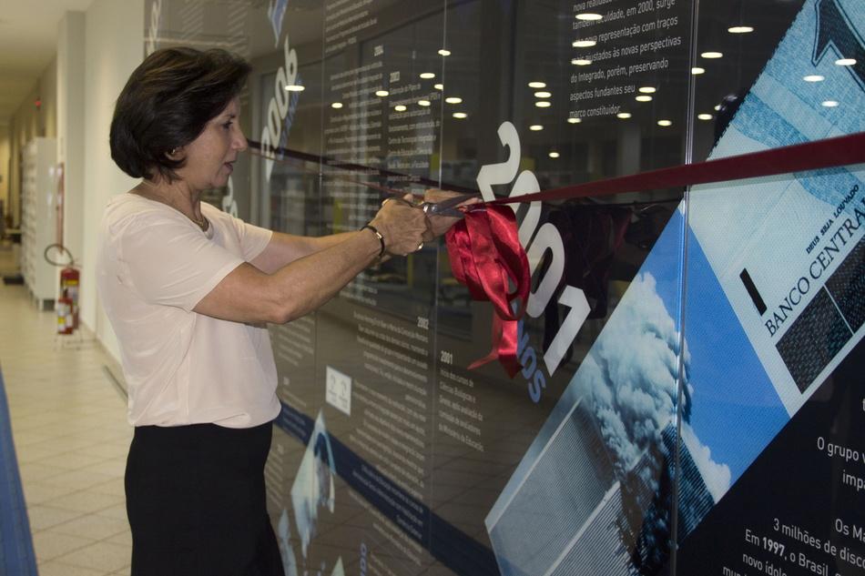 Maria da Conceição inaugura o painel do Resgate Histórico do Grupo Integrado
