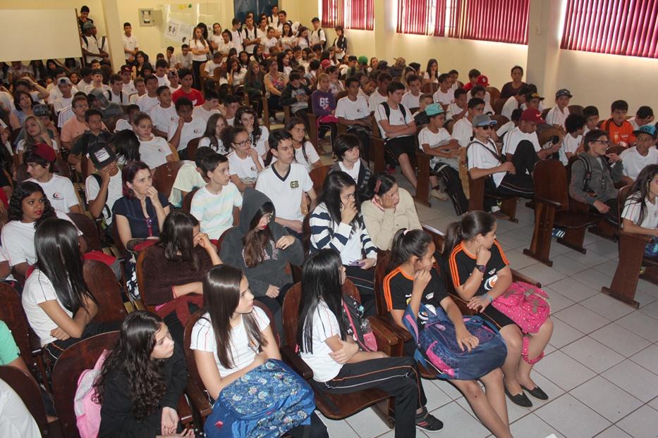 Ação foi realizada para os alunos do Ensino Fundamental II do Colégio Estadual de Campo Mourão