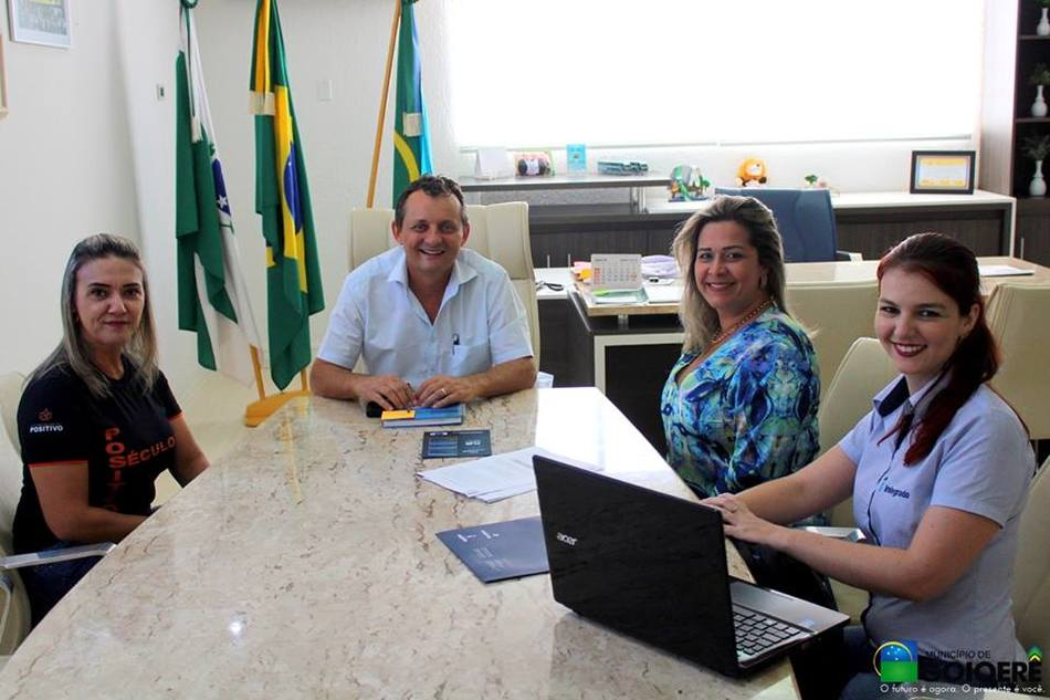 Prefeito Pedro Coelho com representantes do Integrado