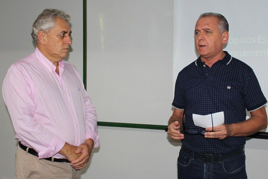 Ademiro juntamente com o coordenador do curso, Jesus Crepaldi